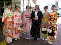 Posing with some Japanese girls with tea ceremony outfits